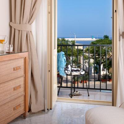 Hotel Palazzo Del Corso bedroom with sea views