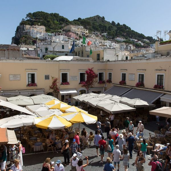 Gay Naples Piazzetta Capri 2016